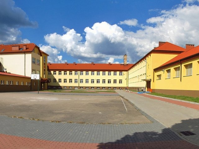 Zespół_Szkół_Publicznych_w_Kaliskach_01